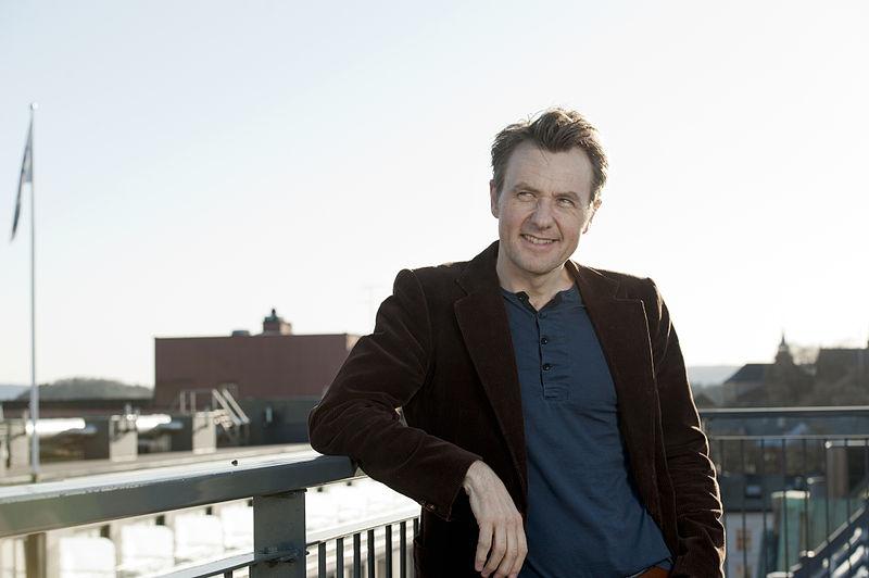 Kritikken mot Fredrik Skavlan sitt intervju med Jim Åkeson må kunne tolkast som meir enn eit spørsmål om politisk tilhøyre. Foto: Johannes Jansson. CC-lisens: http://commons.wikimedia.org/wiki/File:Fredrik_Skavlan,_Tv-programledare.jpg